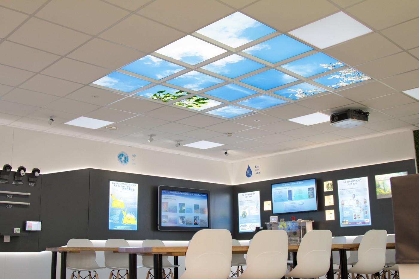 Plafond lumineux Cumulux pour élcairer un showroom sombre de Canon