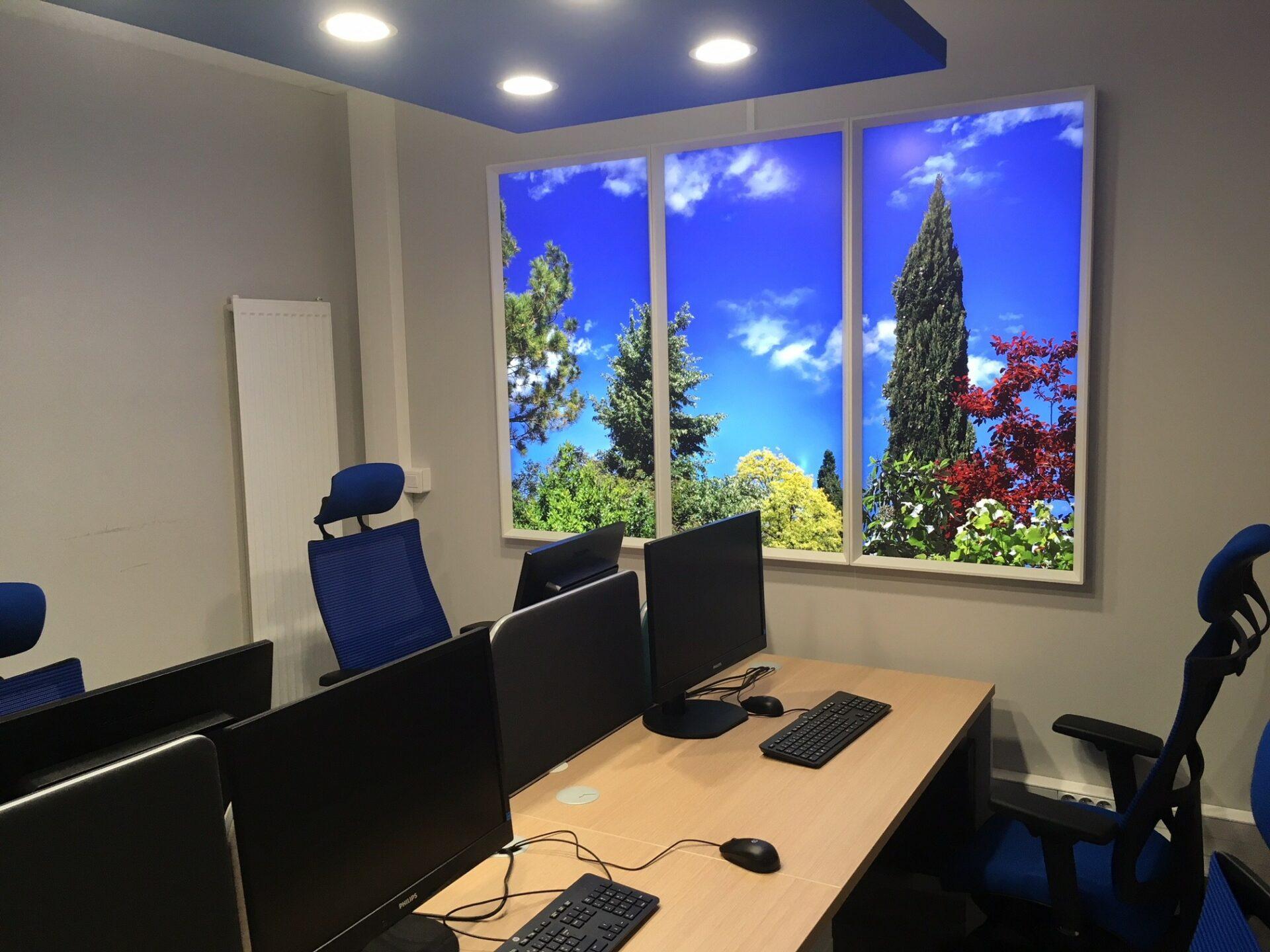 Installation de fenêtres virtuelles led cumulux pour un bureau aveugle de l'hôpital de Villefranche.