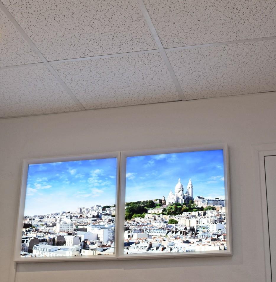 fausses fenêtres lumineuses cumulux 60x60 cm, pour un bureau sombre.