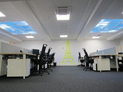 plafond lumineux LED - installation chez Renault