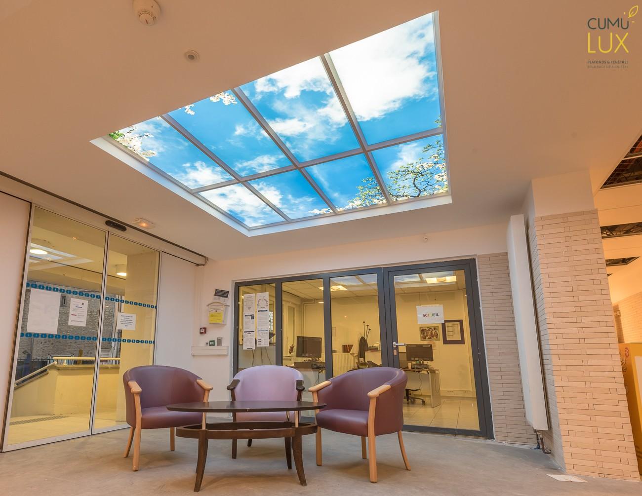 Plafond lumineux cumulux à l'EHPAD Gourlet Bontemps - hall d'accueil