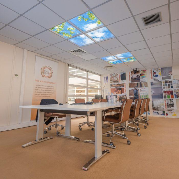 Plafond lumineux cumulux salle de réunion - La maison des travaux