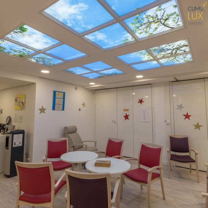 plafond lumineux led cumulux, salle priincipale de l'hôpital gérontaux pyscatrique SPASM, à Paris