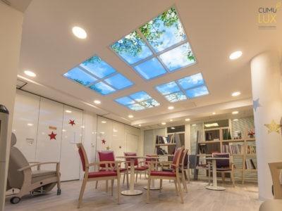Plafond lumineux LED CUMULUX- Salle priincipale de l'hôpital gérontaux pyscatrique SPASM, à Paris