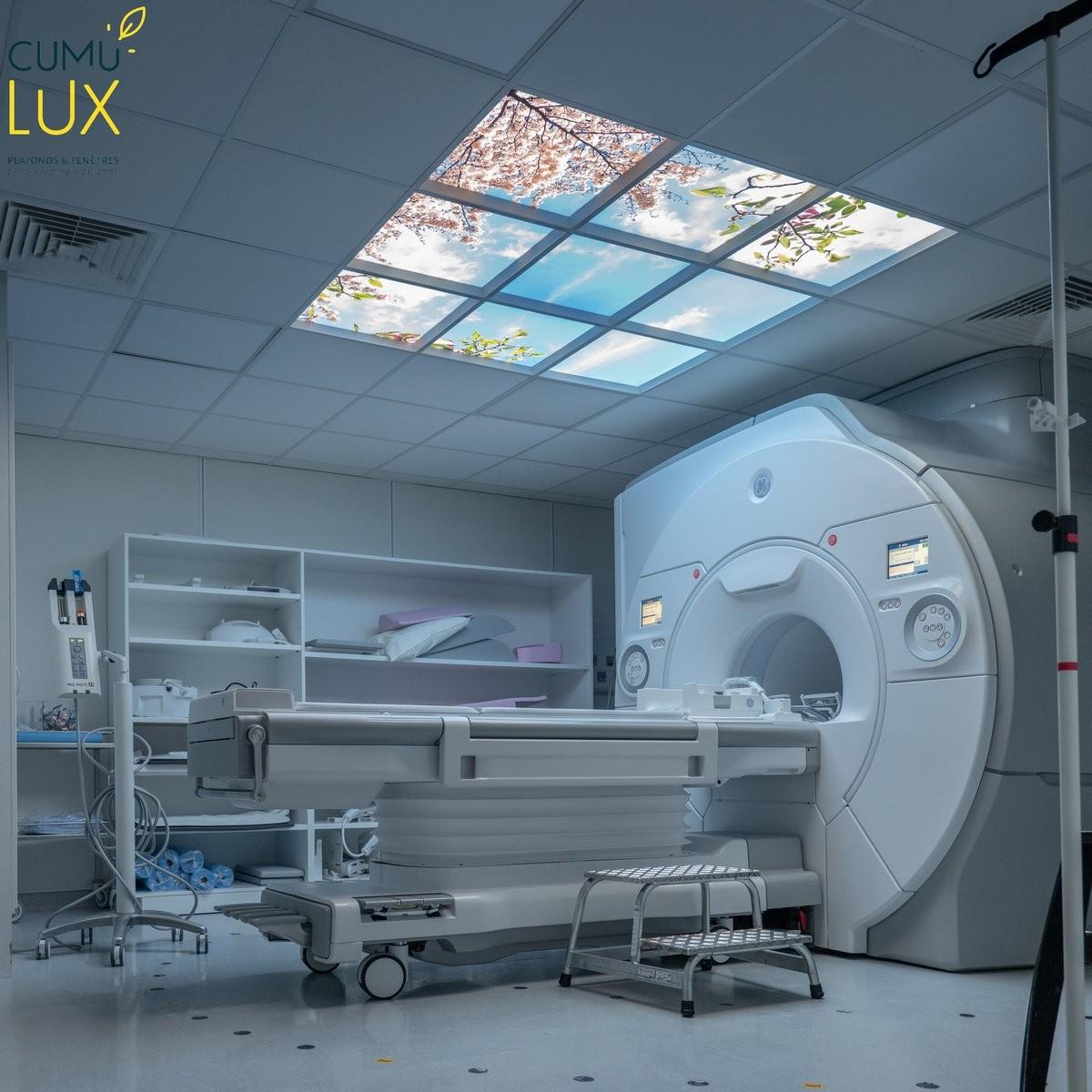 Faux plafond lumineux de 9 dalles Cumulux, pour un IRM à l'insitut Gustave Roussy