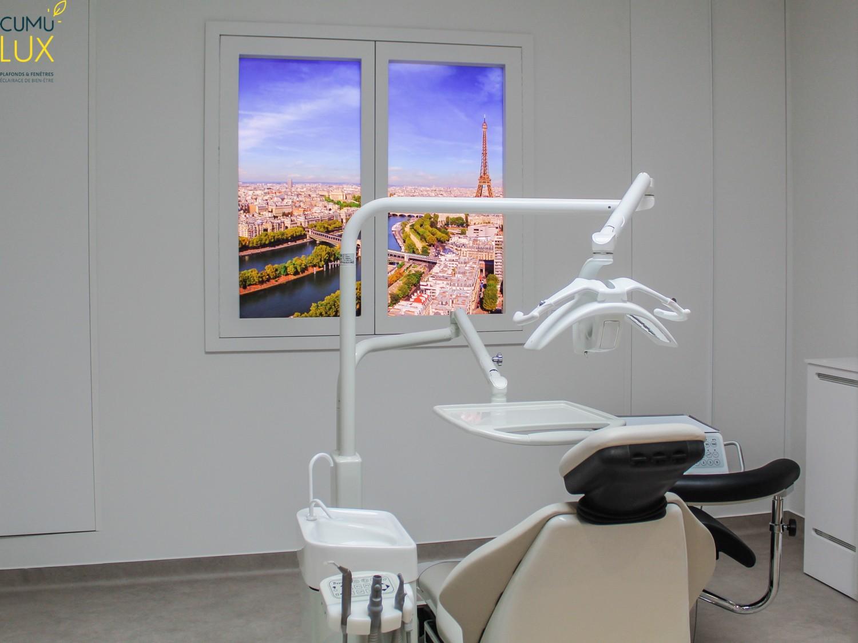 Deux fenêtres virtuelles verticales Cumulux Evolution, pour éclairer un cabinet dentaire.
